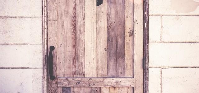Geforceerde deur vervangen of repareren?